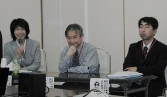 右から関委員長、高田先生、森田先生
